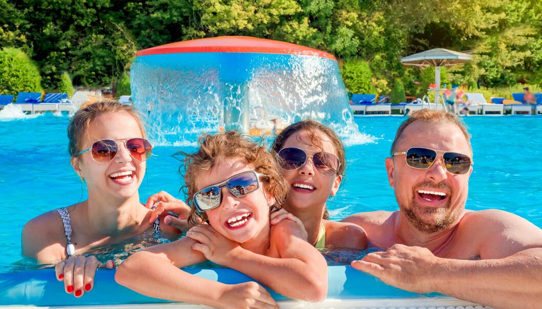 <strong>AVLYST FERIE:</strong> Mange hadde allerede bestilt og betalt ferien, da corona-viruset rammet. Nå vil regjeringen at de skal vente opptil tre måneder på å få refundert pengene. Dette er Forbrukerrådet sterkt imot, og sier de har fått henvendelser fra fortvilte forbrukere som trenger pengene nå. Foto: Shutterstock/NTB scanpix