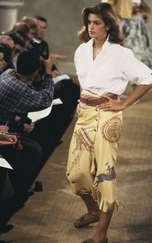 <strong>STJERNE:</strong> Cindy Crawford har hatt en suksessfull modellkarriere. Her er hun på catwalken for Ralph Lauren i 1989, to år etter forsiden for amerikanske Vogue. Foto: NTB Scanpix