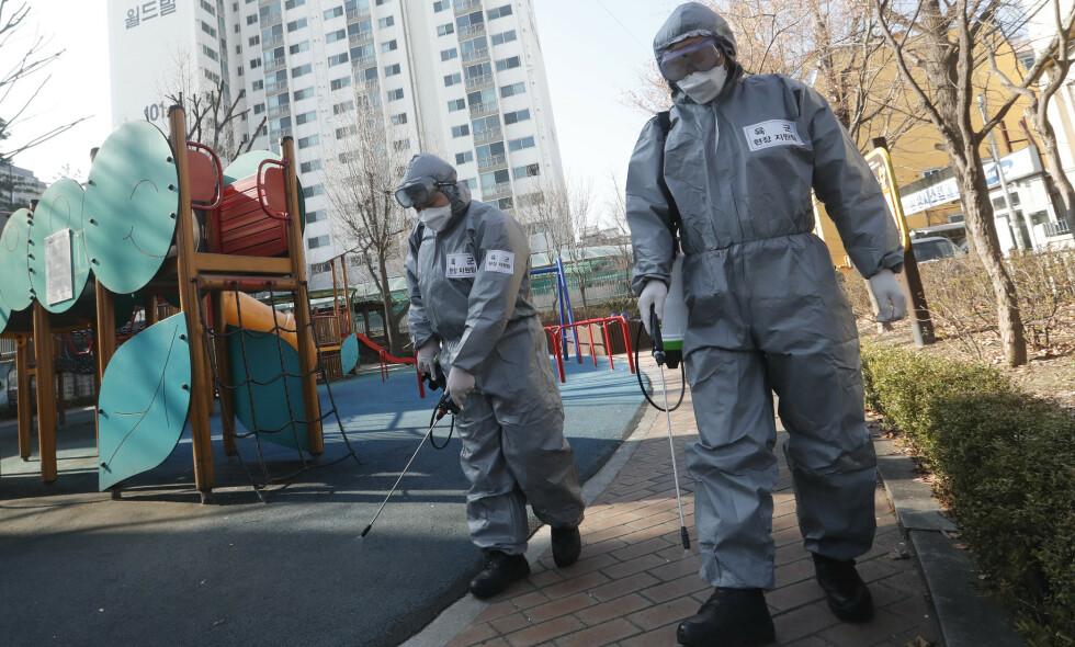 CORONAVIRUSET: Noen av de pasientene i Sør-Korea som ikke viste tegn på symptomer før oppfølgingstester har blitt påvist viruset på nytt. Foto: Ahn Young-joon / AP / NTB scanpix