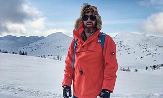 FORFATTER: Idhistoriker Magnus Helgerud har gjort et dypdykk i norsk hyttekultur. Her er han i klassisk turantrekk på fjellet. Foto: Privat
