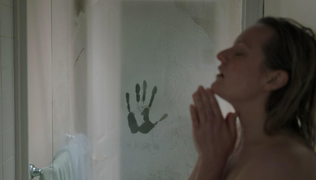 UHYGGELIG: En av utallige gåsehud-fremkallende scener i «The Invisible Man». FOTO: NTB Scanpix