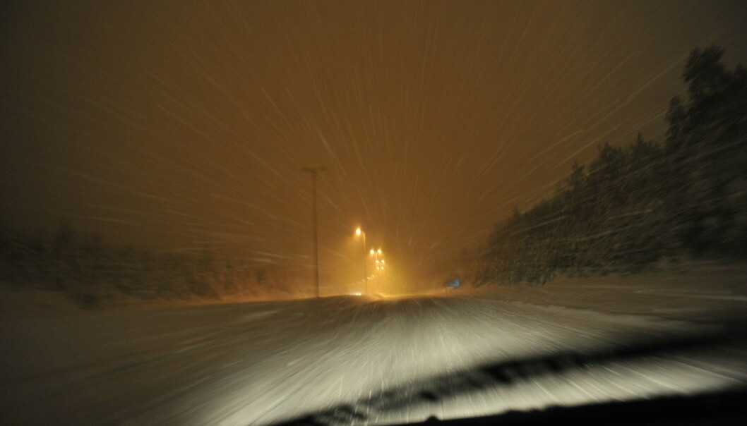 Snøvær lager vanskelige kjøreforhold i nord og folk oppfordres til å la bilen stå. Illustrasjonsfoto: Fredrik Varfjell / NTB scanpix