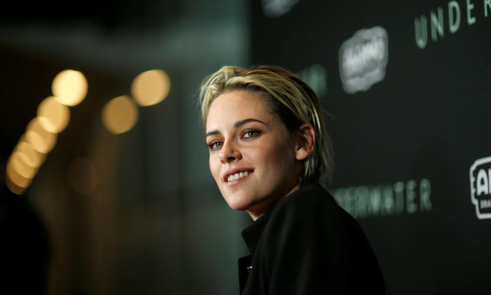 <strong>LYKKEN SMILER:</strong> Kristen Stewart fylte nylig 30 år, og feiret med sin nye kjæreste. Foto: NTB Scanpix