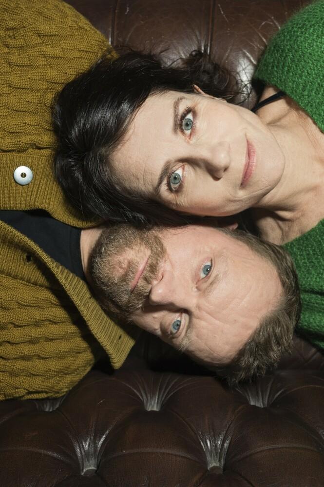 Etter å ha vært et tv-par i mange år har Mia Lyhne og Frank Hvam litt av hvert å fortelle oss om nettopp det å leve i et parfohld. FOTO: Ulrik Jantzen