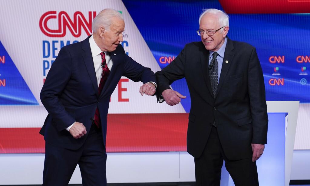 Tidligere visepresident Joe Biden og Vermont-senator Bernie Sanders under Demokratenes siste debatt, som ble holdt i CNNs studio uten publikum 15. mars. Foto: AP / NTB scanpix