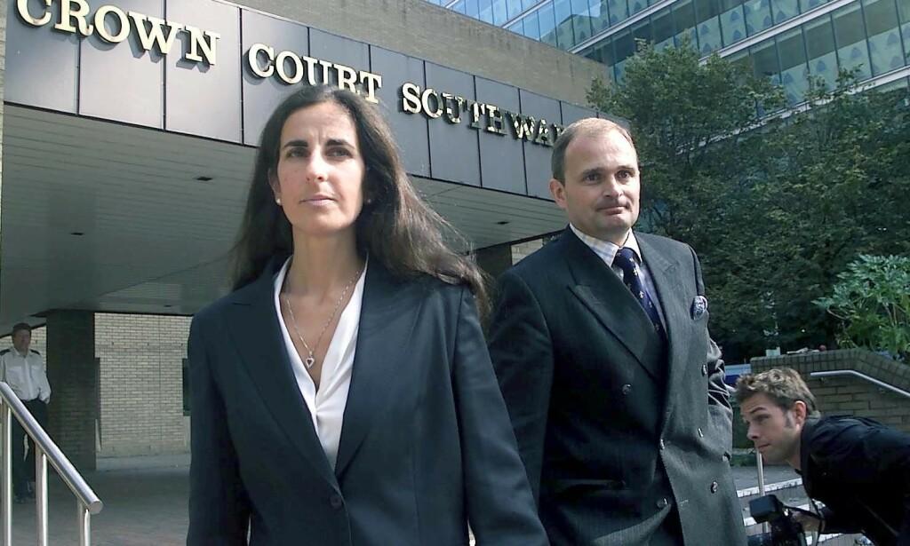 MEDIESIRKUS: Charles Ingram og kona Diana hadde britiske presse hakk i hæl etter at han ble anklaget og seinere tiltalt for å ha jukset seg til seier i den britiske utgaven av «Vil du bli millionær?». Foto: NTB Scanpix
