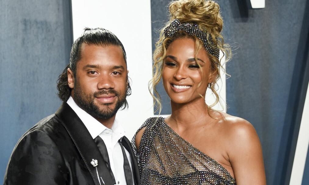 <strong>BLIR FORELDRE IGJEN:</strong> Russell Wilson og Ciara gleder seg til å få nok en smårolling i hus. Her er paret sammen på Vanity Fair Oscar-festen i februar i år. Foto: NTB Scanpix