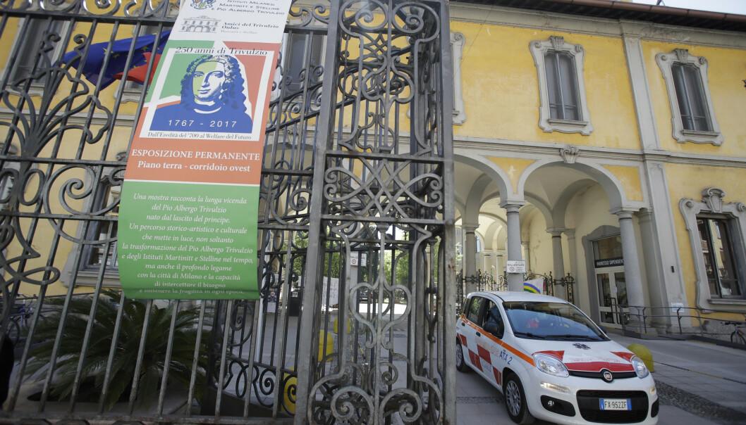 Italiensk politi gjennomsøkte tirsdag Pio Albergho Trivulzio-hjemmet i Milano, der ansatte har slått alarm etter 143 dødsfall de siste måneden. Foto: AP / NTB scanpix