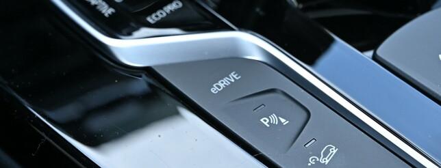 Helelektrisk. I tillegg til kjøreprogrammene, har man en knapp for helelektrisk kjøring. Foto: Rune M. Nesheim