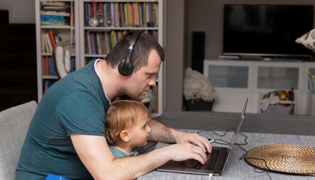 <strong>KOSTBART:</strong> Dersom arbeidsplassen ellers er åpen, kan hjemmekontor gi lønnstrekk når barnehagene åpner igjen til uka, advarer NHO. Anna Kuzmenko / Shutterstock / NTB scanpix