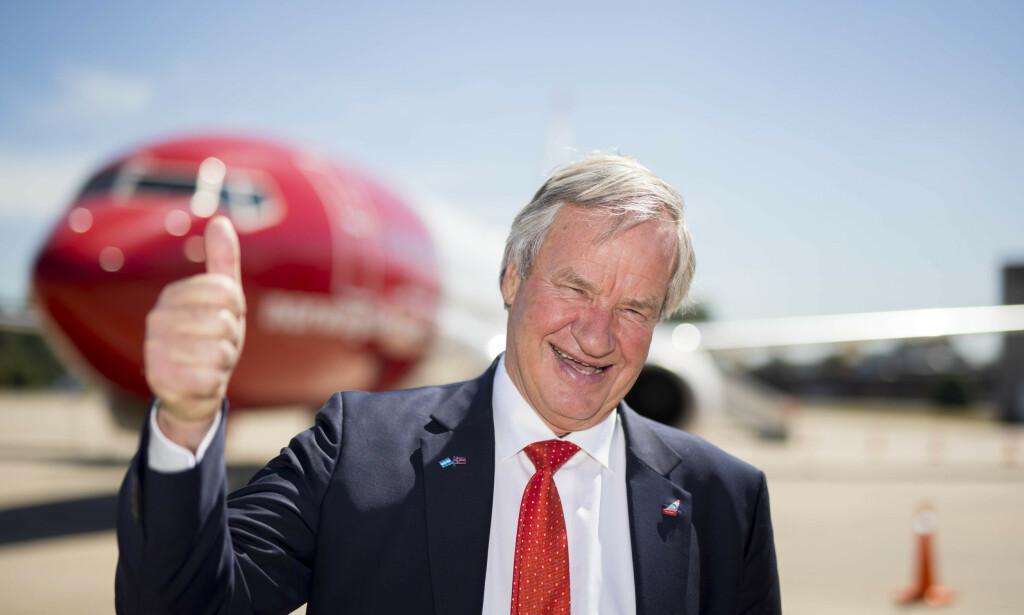 FLØY HØYT: Smilet satt løst hos daværende Norwegian-sjef Bjørn Kjos i 2018. Foto: Heiko Junge / NTB scanpix