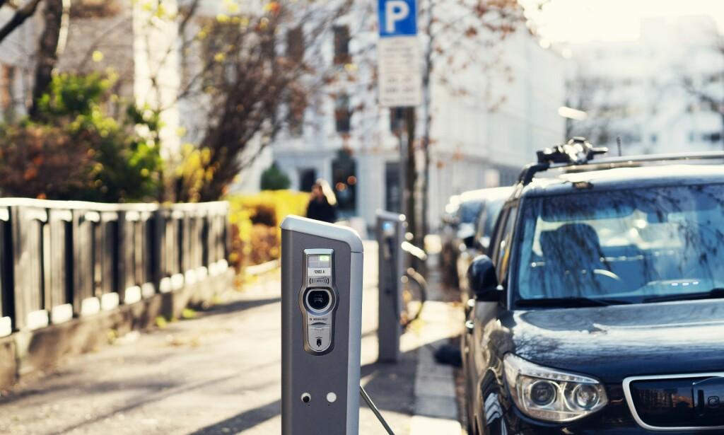 BRUKTE ELBILER: 3 av 4 kjøper bruktbil. Når stadig flere elbiler selges i nybilmarkedet, blir det etter hvert flere elbiler tilgjengelig i bruktbilmarkedet slik at alle kan velge elbil. Foto: Nadia Frantsen/Norsk elbilforening.