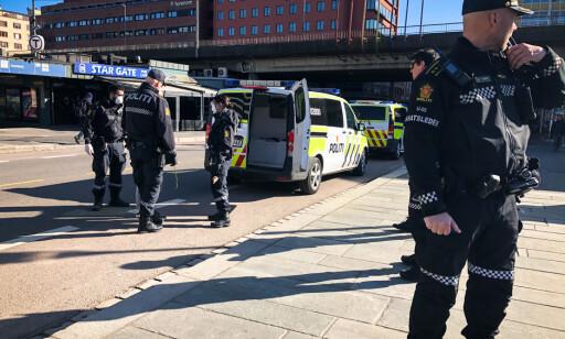 TRUSSEL: OPS Politiet Oslo (Twitter) - Grønland. Vi har kontroll på en person som i følge melder skulle ha forsøkt å hugge etter to andre personer med kniv. Vi søker nå å komme i kontakt med disse to personene for å få klarlagt hendelsesforløpet. Hendelsen skal ha skjedd ved Grønland 4. Foto: Øistein Norum Monsen / Dagbladet