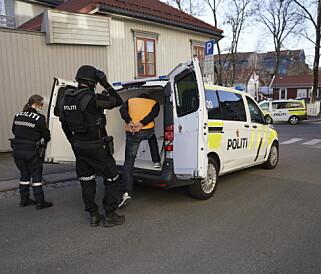 SVERDKAMP: OPS Politiet Oslo (Twitter) - Politi og ambulanse er i Opplandgata etter melding om et slagsmål hvor en mann skulle være kuttet med sverd. Vi har kontroll på den skadde og 2 gjerningsmenn. Den skadde har noen overfladiske sår i magen og i benet, ikke alvorlig skadd. Får ytterligere legebehandling på OKL. Foto: Øistein Norum Monsen/Dagbladet.