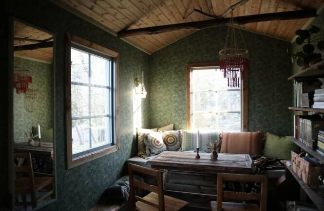 OVERRASKENDE ROMSLIG: Stor takhøyde gjør at huset, til tross for sine 13 kvadratmeter, ikke føles klaustrofobisk. FOTO: Privat