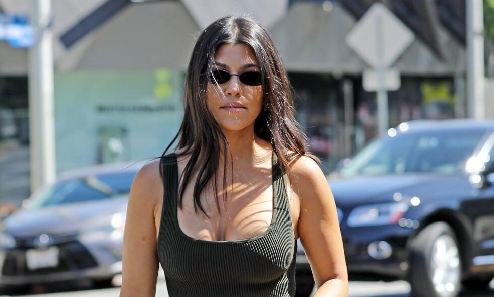 SVARER: Kourtney Kardashian har sett seg lei på folk som hevder hun er gravid hver gang hun deler et bilde av kroppen sin. Foto: NTB scanpix