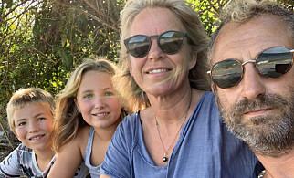 FØR ORKANEN: - Vi må komme oss avgårde før orkansesongen kommer, sier Thomas Lien - her sammen med sammen med kona Susann og og barna Ivi og Jack. Foto: Privat