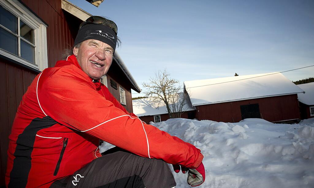IKKE IDIOT: - Du må jo være idiot hvis du kjøper 222 fly hvis det er billigere å leie, forklarte Bjørn Kjos til Dagbladets reporter på trammen til Heggeliseter i Nordmarka. Foto: Øistein Norum Monsen / DAGBLADET