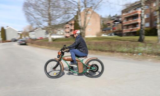 Litt kort avstand ned til pedalene. Foto: Privat