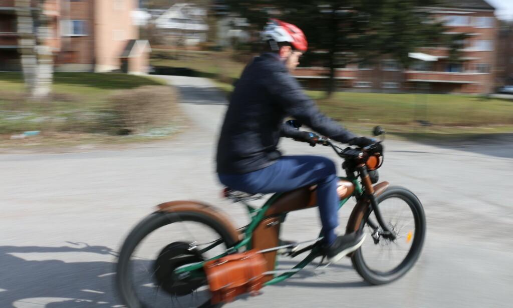 Under rette forhold er det kjempemoro å sykle på Rayvolt Cruzer. Foto: PRIVAT