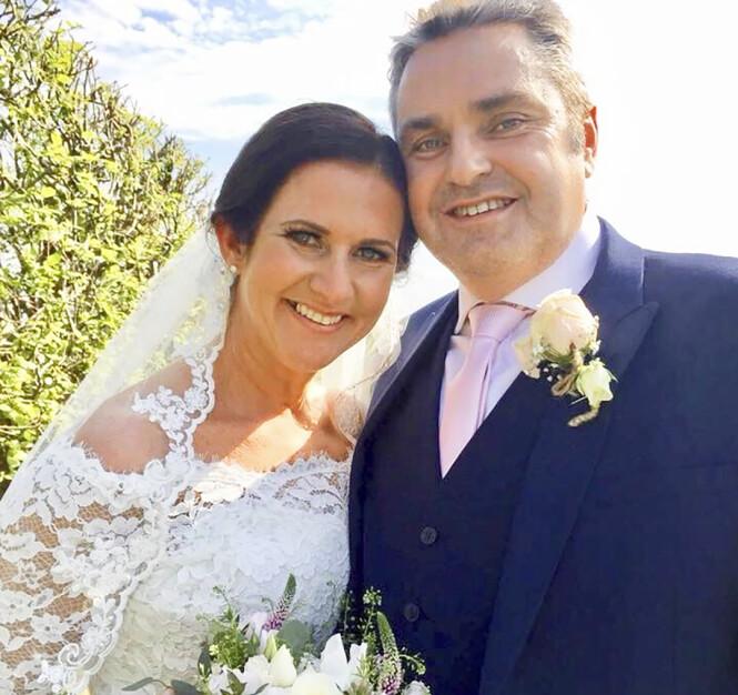 <strong>GIFT PÅ NYTT:</strong> Rhian startet en hjelpeorganisasjon – og her fant hun kjærligheten på nytt. Nå er hun lykkelig gift med Craig. Foto: Privat