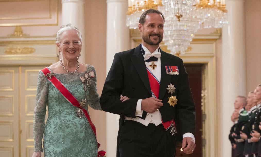 <strong>JUBILANT:</strong> I anledning dronning Margrethes 80-årsdag, sendte de europeiske kongehusene sine gratulasjoner digitalt. I videohilsenen er det flere som har bitt seg merke i jubilantens kallenavn, der blant andre kronprins Haakon kaller henne for «tante Daisy». Foto: NTB Scanpix
