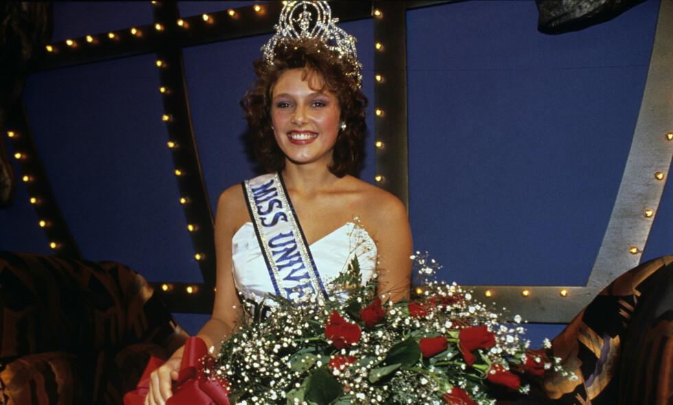 30 ÅR SIDEN: 2020 markerer at det er 30 år siden Mona Grudt stakk av med seieren i den internasjonale skjønnhetskonkurransen Miss Universe. Her avbildet etter seieren i Los Angeles i 1990. Foto: NTB Scanpix