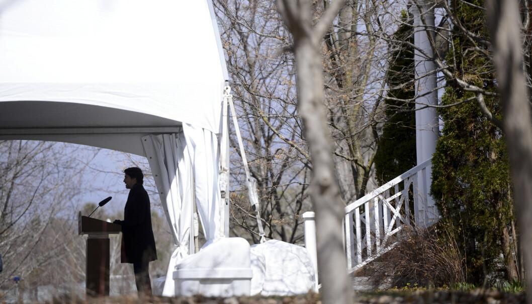 Statsminister Justin Trudeau sendte fredag 125 leger og annet medisinsk personell fra militæret fra Quebec for å bistå ved pleiehjem i nød. Her taler han fra Rideau Cottage i Ottawa. Foto: Sean Kilpatrick / The Canadian Press / AP / NTB scanpix