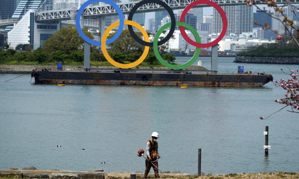 TVILER: En japansk professor i infeksjonssykdommer tvil på om OL kan gjennomføres i Tokyo neste år. Foto: Eugene Hoshiko / AP / NTB scanpix
