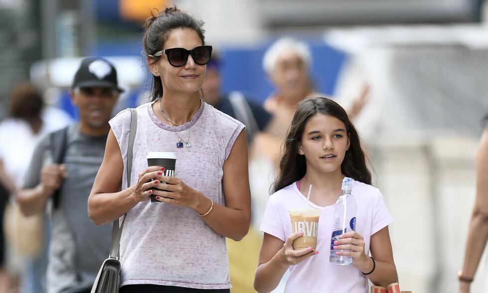 DELTE BILDE: Katie Holmes delte nylig bilde av datteren Suri Cruise i anledning hennes 14-årsdag. Foto: NTB scanpix