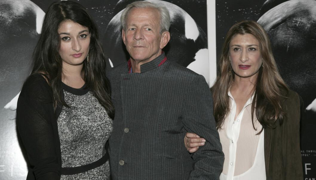 <strong>FAMILIE:</strong> Peter Beard med dattera Zara og kona Nejma i 2013. Foto: NTB Scanpix