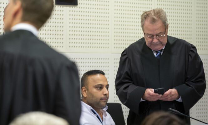 NYE BEVIS: Advokat Morten Kjensli (t.h.) mener lydbåndene viser at tiltalen mot Sajjad Hussain (t.v.) er konstruert og framprovosert. Foto: Heiko Junge / NTB Scanpix
