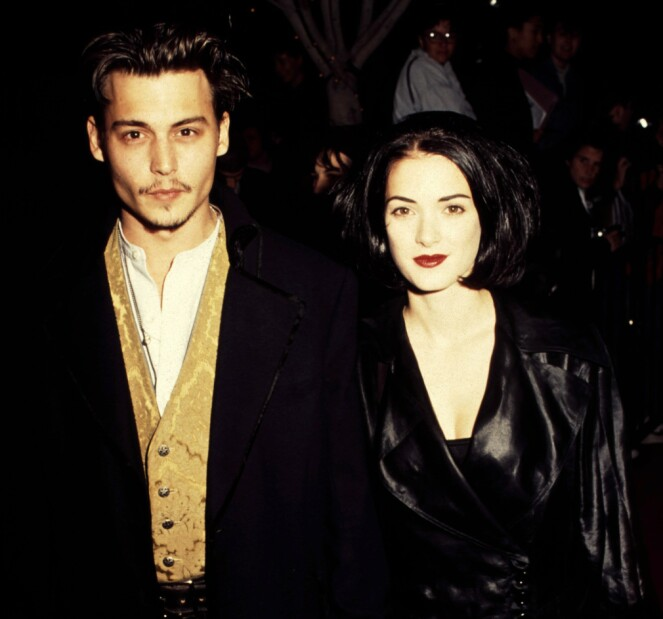 PAR I HJERTER: Winona Ryder og Johnny Depp på vei til premieren av «Edward Scissorhands». De to ble et par også privat, og var forlovet i tre år. FOTO: NTB Scanpix