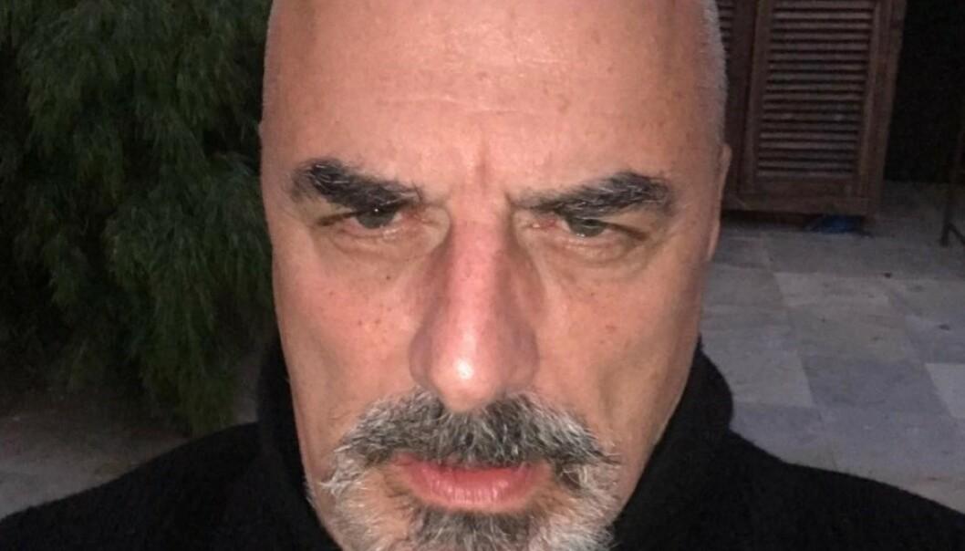 SKALLET: Chris Noth, som spiller Mr. Big i serien «Sex og singelliv», har nå slengt seg på corona-trenden og barbert av seg håret. Foto: Skjermdump Instagram