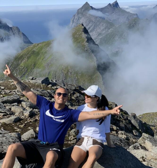 <strong>FRIDDE PÅ FJELLTOPP:</strong> Kristoffer Tømmerbakke fridde til Rakel på en romantisk fjelltopp i Lofoten, der Rakel kommer fra. Foto: Privat