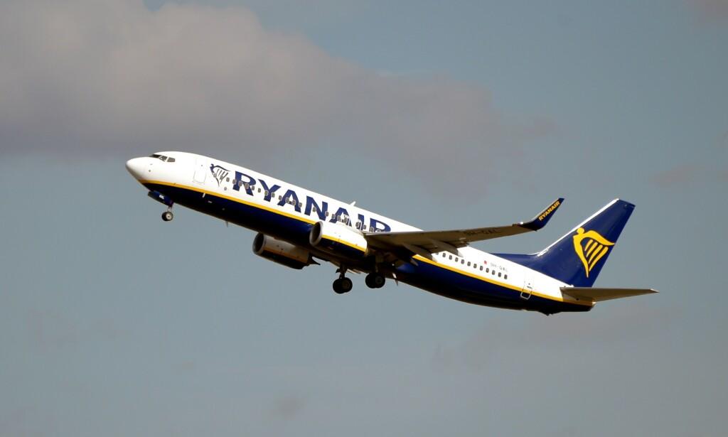 SOSIAL DISTANSERING: Flyselskapene kan bli pålagt å fly med midtsetene tomme. Det får Ryanair-sjefen til å reagere. Foto: Pascal Pavania/AFP