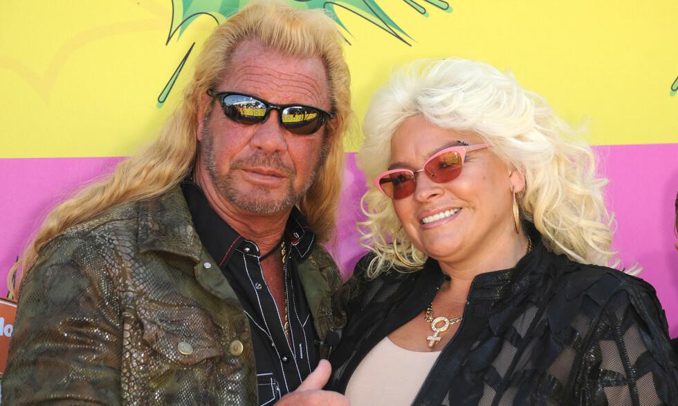 GIKK BORT: I fjor sommer døde Beth Chapman som følge av kreftsykdommen. Nå viser ektemannen Duane «Dog» Chapman frem sin nye kjæreste. Foto: NTB Scanpix