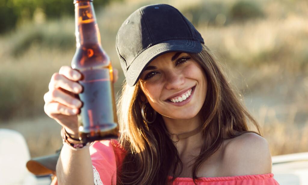 SOMMER OG KOS: Sol og fint vær gjør ofte at vi koser oss ekstra med god drikke. FOTO: NTB Scanpix