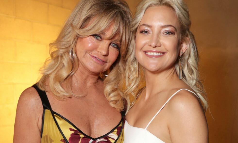 TETTE BÅND: Goldie Hawn og datteren Kate Hudson er nære venninner. Her er duoen avbildet sammen i 2017. Foto: NTB Scanpix