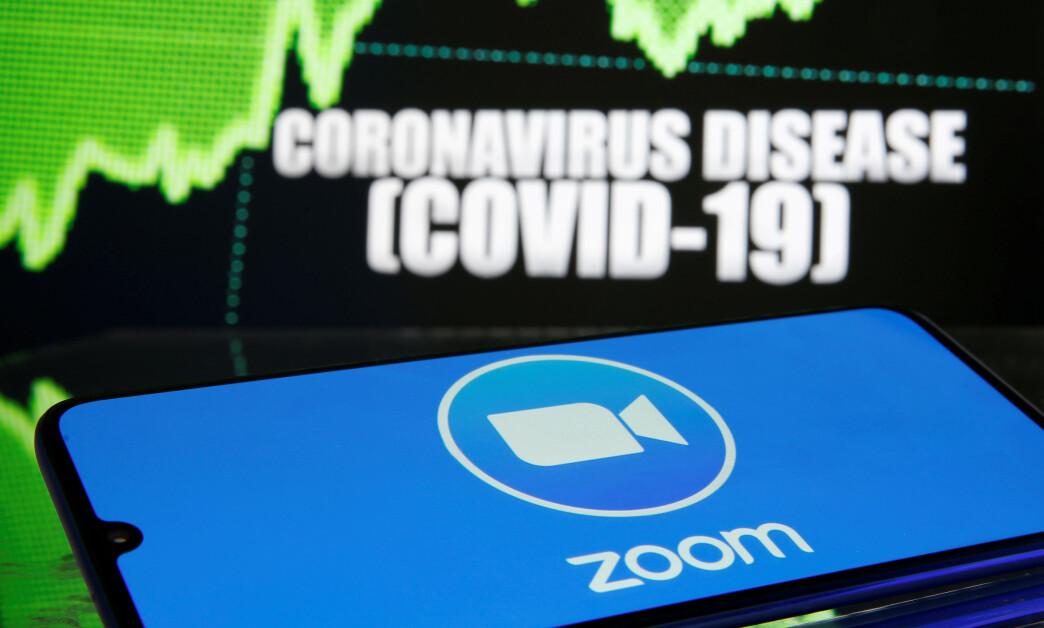<strong>EKSPLODERT:</strong> Bruken av videomøte-tjenesten Zoom har eksplodert under coronakrisen. Selskapet gikk fra 10 til 300 millioner brukere fra desember i fjor til nå. Foto: Dado Ruvic/Reuters/NTB Scanpix