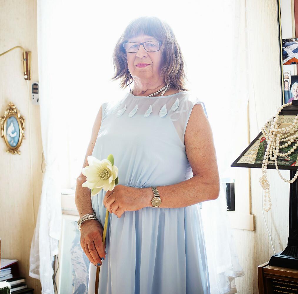 <strong>BLE KVINNE PÅ HELTID:</strong> – Jeg vil være så mye dame som mulig, sier Anne. Arne ble Anne for ti år siden. I dag er hun 77 år.