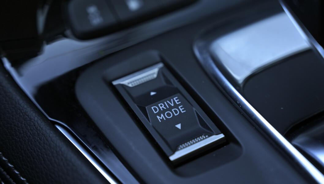 <strong>KJØREPROGRAMMENE:</strong> En vippebryter kjører deg gjennom fire kjøreprogrammer. Foto: Rune M. Nesheim
