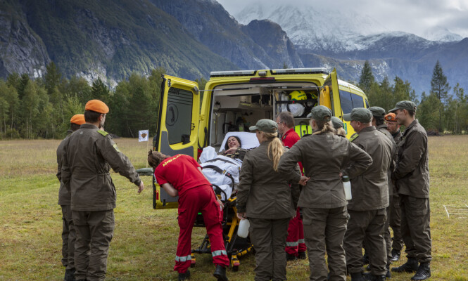 <strong>FRAKTET BORT:</strong> Mashadi måtte naturligvis se seg slått og kunne ikke bli værende i konkurransen. Foto: Matti Bernitz / TV 2