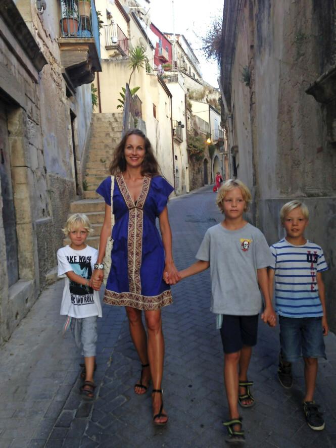 Malene Hornbæk har funnet ut at å feriere sammen med andre voksne og barn er perfekt for hennes familie.