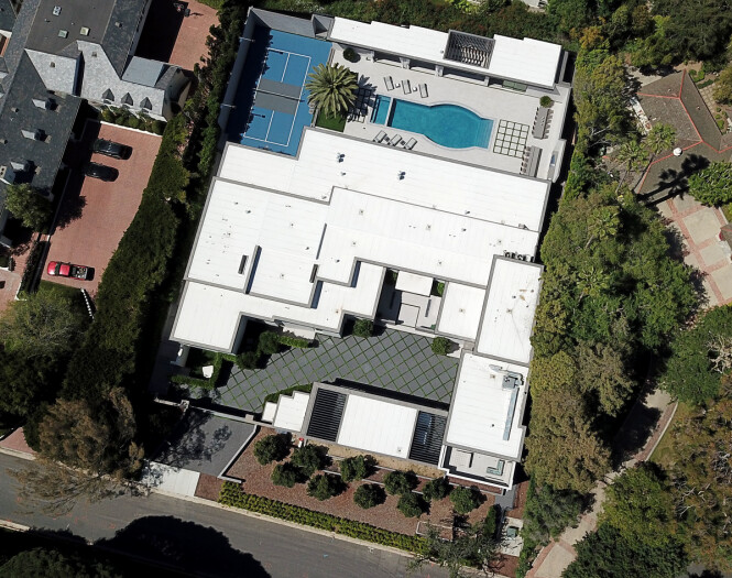 <strong>SVINDYRT:</strong> Kylie Jenners nye investering har en verdi på drøye 380 millioner kroner. Her er huset sett ovenfra. Foto: NTB scanpix