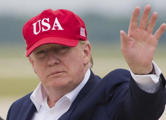 BARE EN PÅ TOPPEN: Donald Trump skal visstnok ha mislikt sterkt av svigerfaren hadde på seg en av hans avlagte røde capser, og skal ha revet den av ham. FOTO: NTB Scanpix