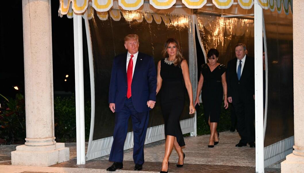 FRED OG FORDRAGELIGHET?: Presidentparet og Melanias foreldre på vei til julemiddag på Mar-A-Lago i Palm Beach, Florida 24. desember 2019. FOTO: NTB Scanpix