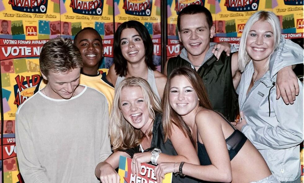 S CLUB 7: Popgruppa var en av 1990-tallet største og besto av sju trendy og sanggglade ungdommer. Her er de alle samlet i 1999. (F.v.) Jon Lee, Bradley McIntosh, Hannah Spearritt, Tina Barrett, Rachel Stevens, Paul Cattermole og Jo O'Meara. Foto: NTB Scanpix