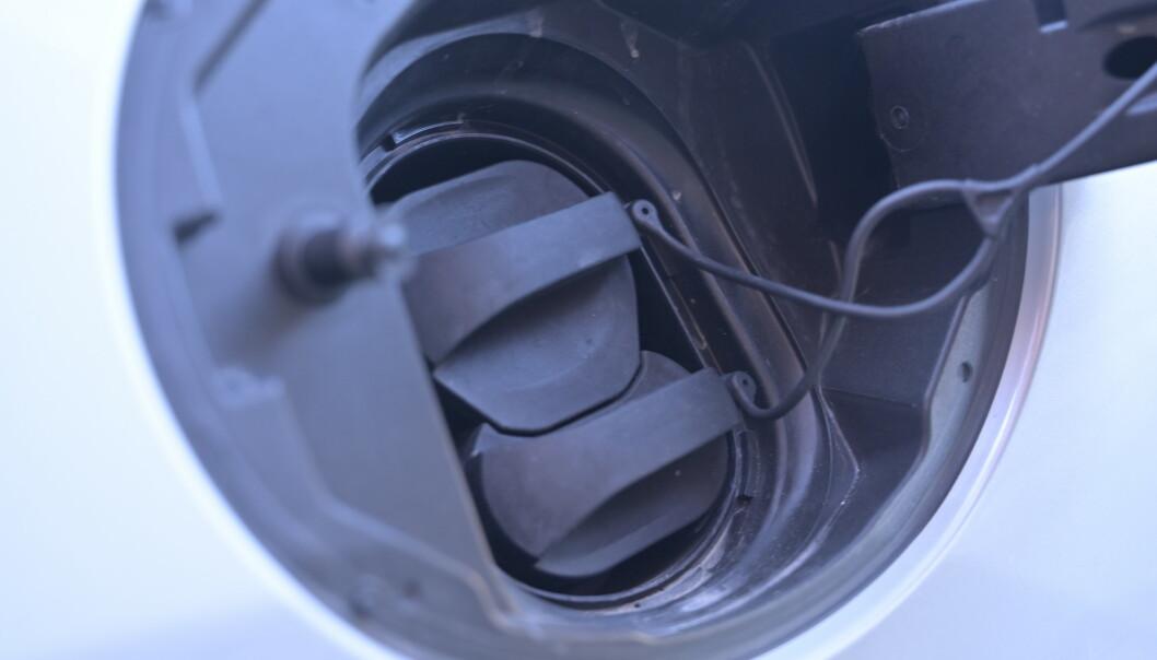 <strong>BORTE BRA, HJEMME BEST:</strong> 50 kW hurtiglading er ikke noe å skryte av i dag, men batteriet er uansett så lite at det er lite å hente på større kapasitet. Hjemme derimot, kan det gå unna. Foto: Rune M. Nesheim