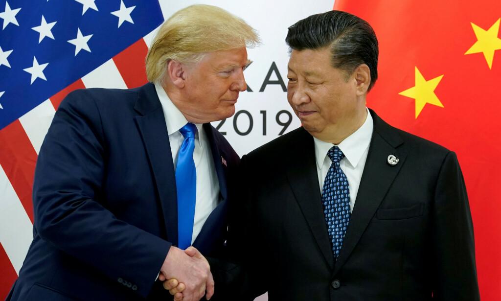 DÅRLIG STEMNING: Tonen er ikke veldig god mellom USA og Kina. Her fra da USAs president, Donald Trump, møtte Kinas president, Xi Jinping, undet G20-møtet i japan i fjor sommer. Foto: REUTERS/Kevin Lamarque/File Photo